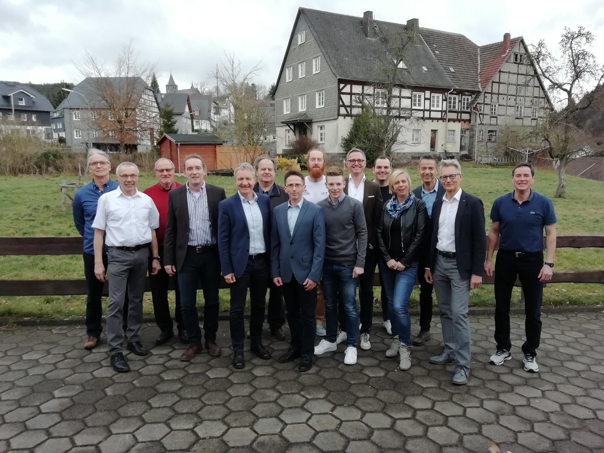 erweiteter Vorstand mit neuem und alten Vorsitzenden